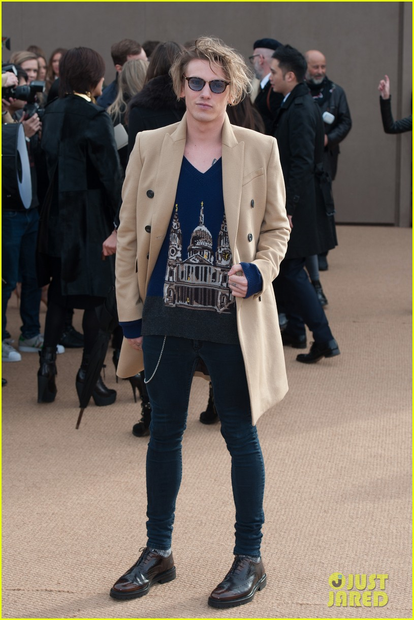 harry styles jamie campbell bower burberry prorsum show 06