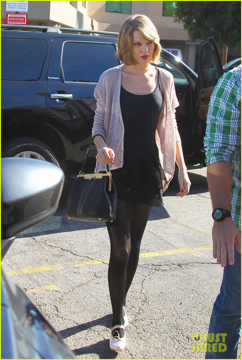 taylor swift brings her short hair to dance class 02