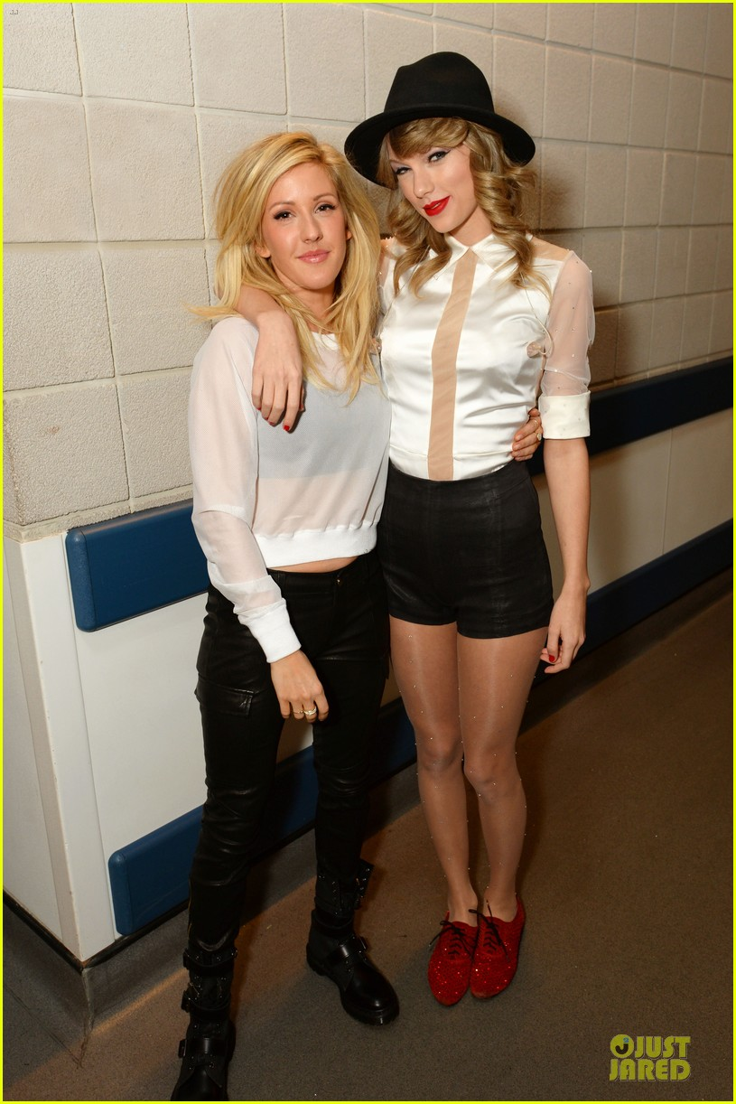 taylor swift ellie goulding perform burn in london watch now 01