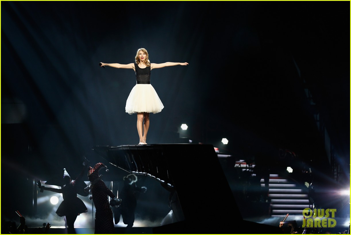 taylor swift ed sheeran i see fire duet in berlin 10