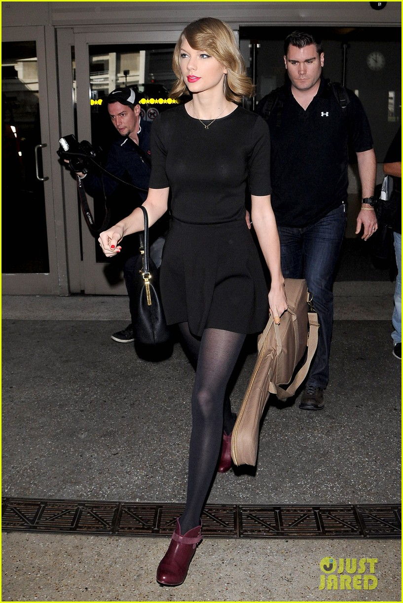 taylor swift shows off her new short hair at the airport 123052242