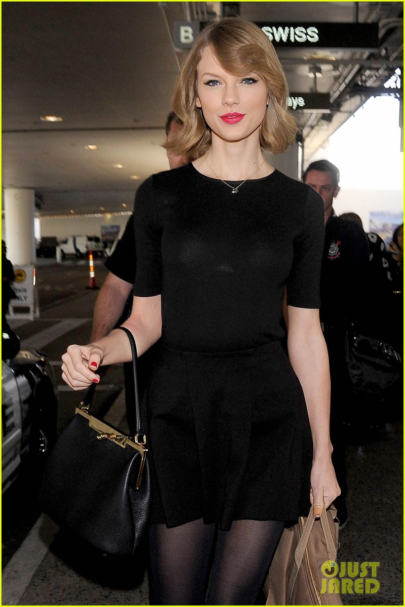 taylor swift shows off her new short hair at the airport 143052244
