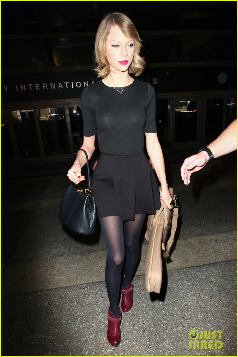 taylor swift shows off her new short hair at the airport 17