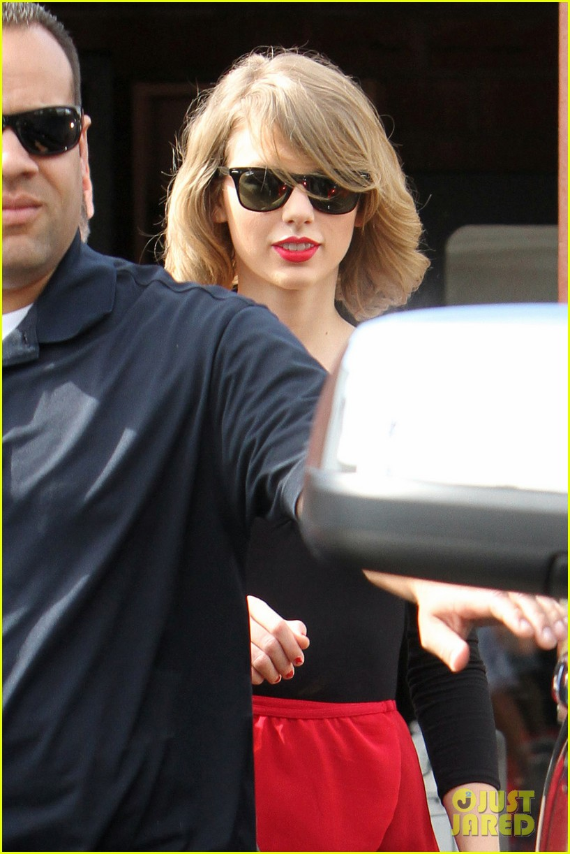 taylor swift wears her signature color to dance class 023057278