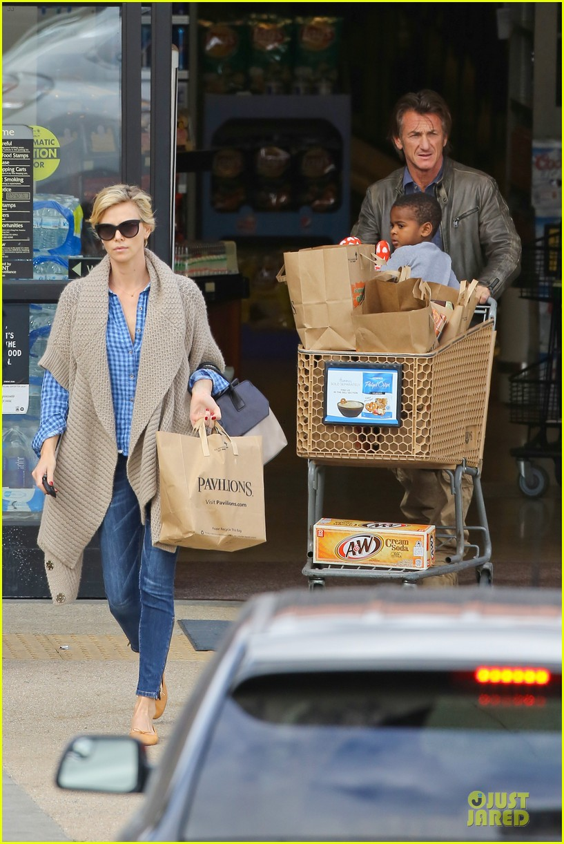 charlize theron sean penn grocery stop before the super bowl 113046501