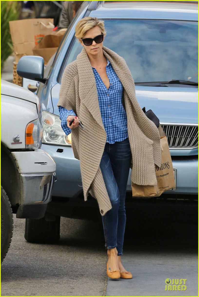 charlize theron sean penn grocery stop before the super bowl 203046510