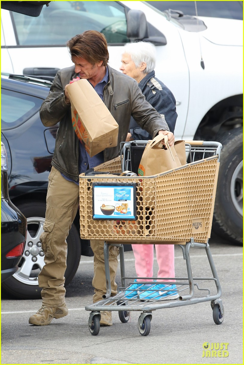 charlize theron sean penn grocery stop before the super bowl 28
