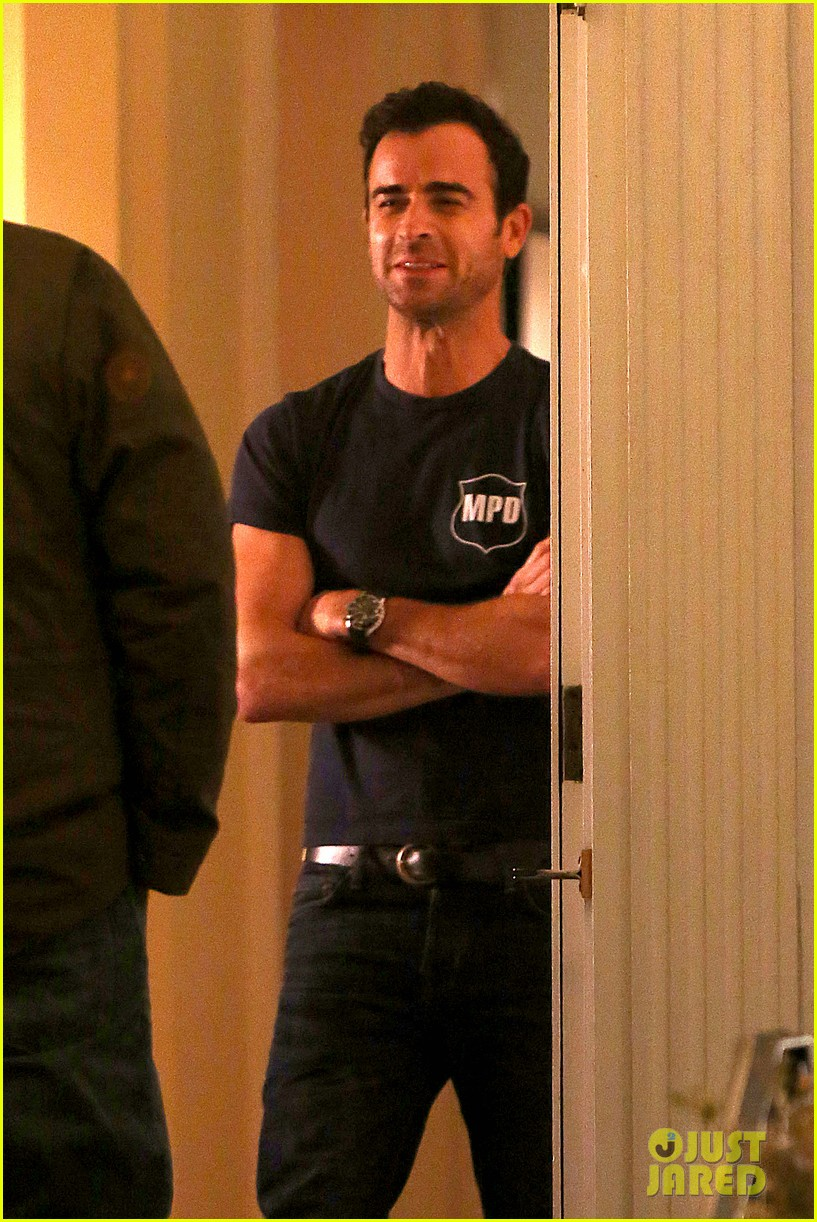 justin theroux looks shocked upset on leftovers set 17