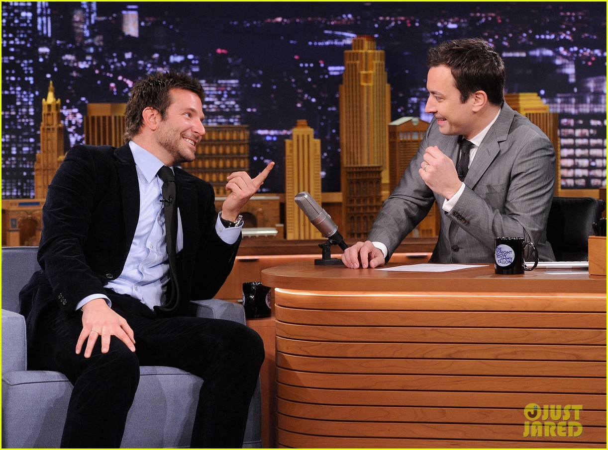 bradley cooper emma thompson play charades on fallon 11