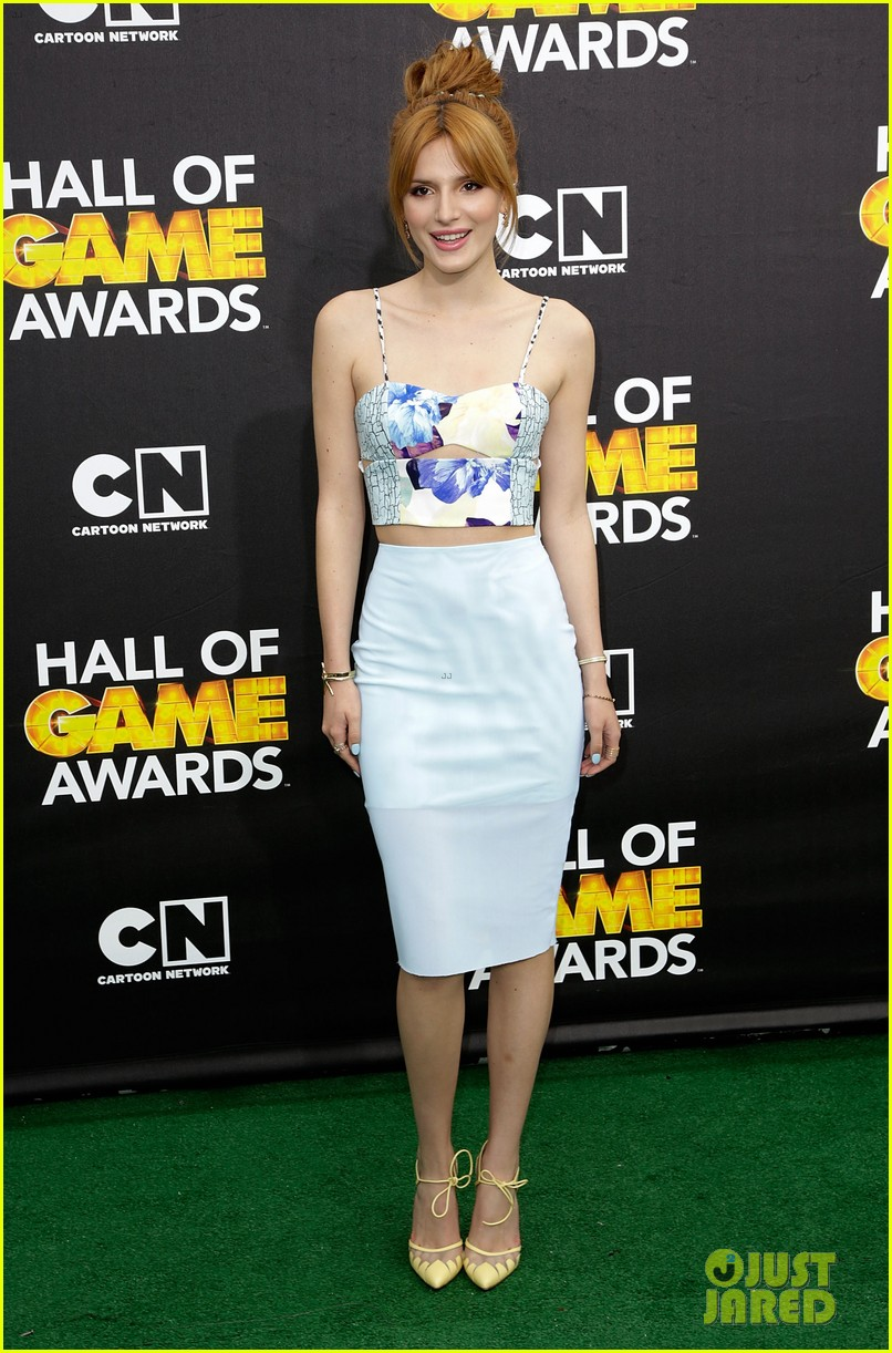 bella thorne victoria justice hall of game awards 2014 05