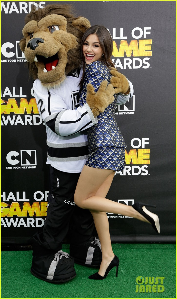 bella thorne victoria justice hall of game awards 2014 163054309