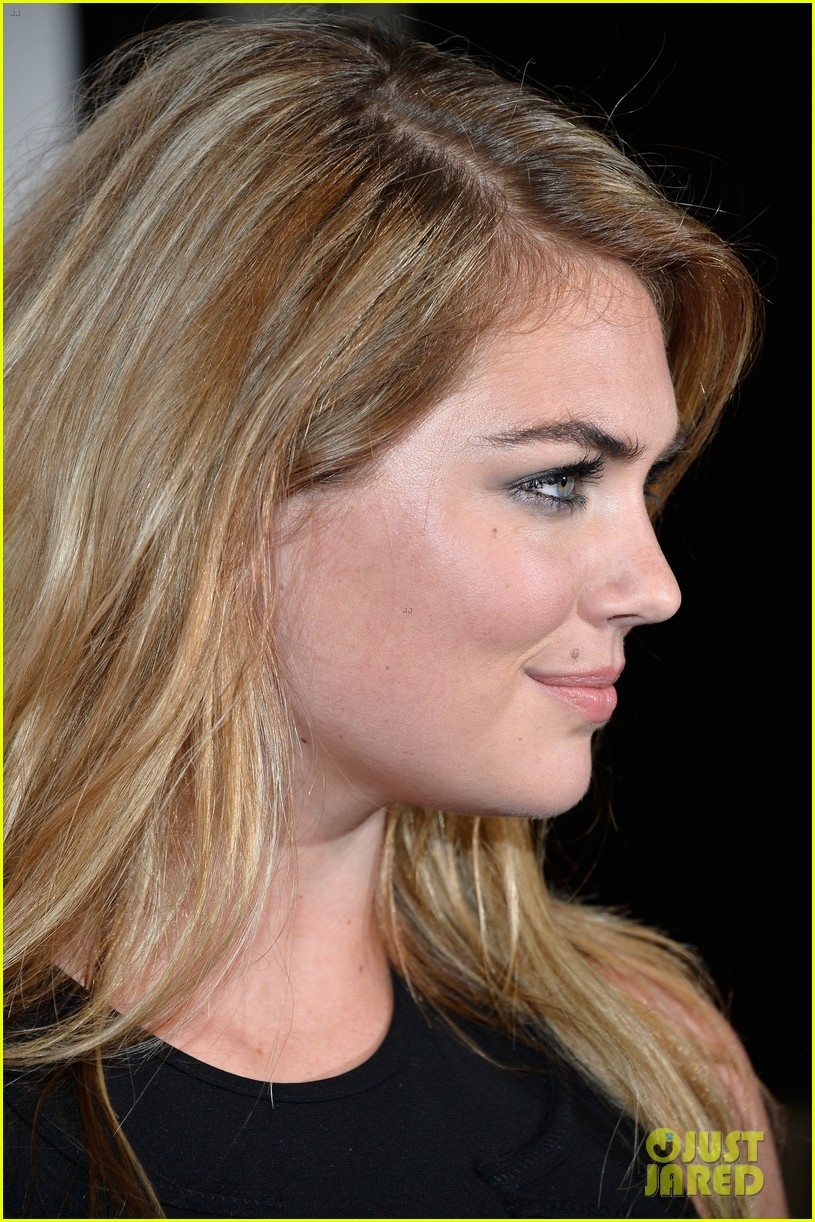 kate upton anne v heat up the sports illustrated miami party 07