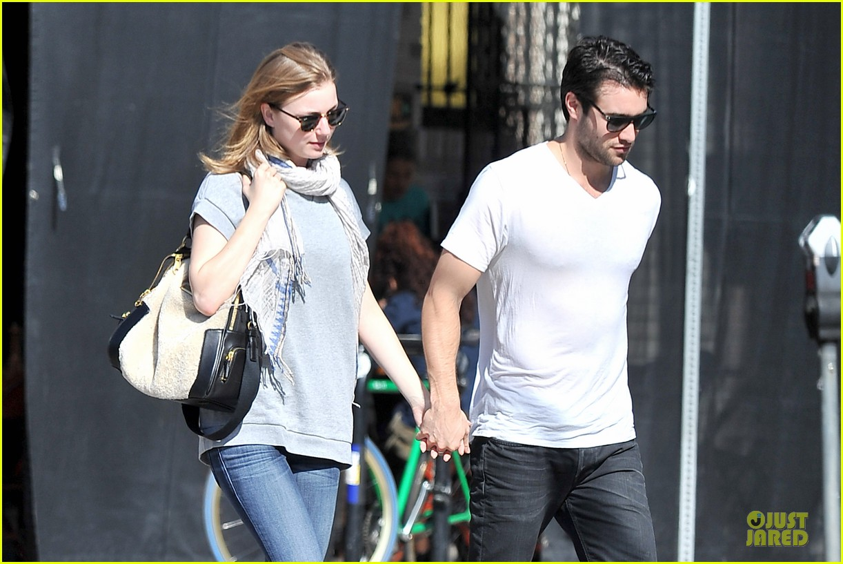 emily vancamp josh bowman hold hands before valentines day 11