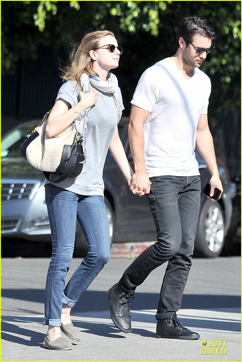 emily vancamp josh bowman hold hands before valentines day 16
