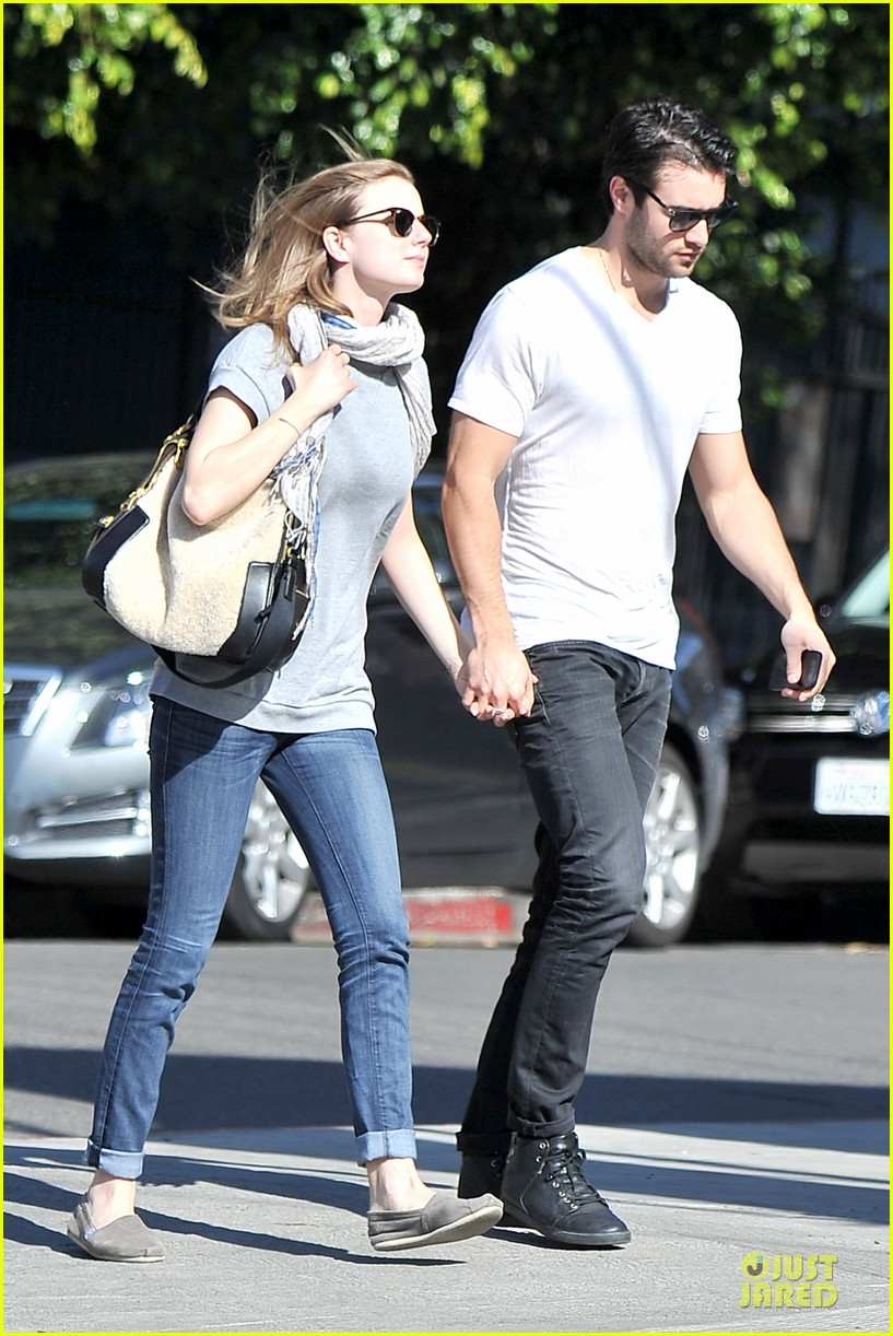 emily vancamp josh bowman hold hands before valentines day 17