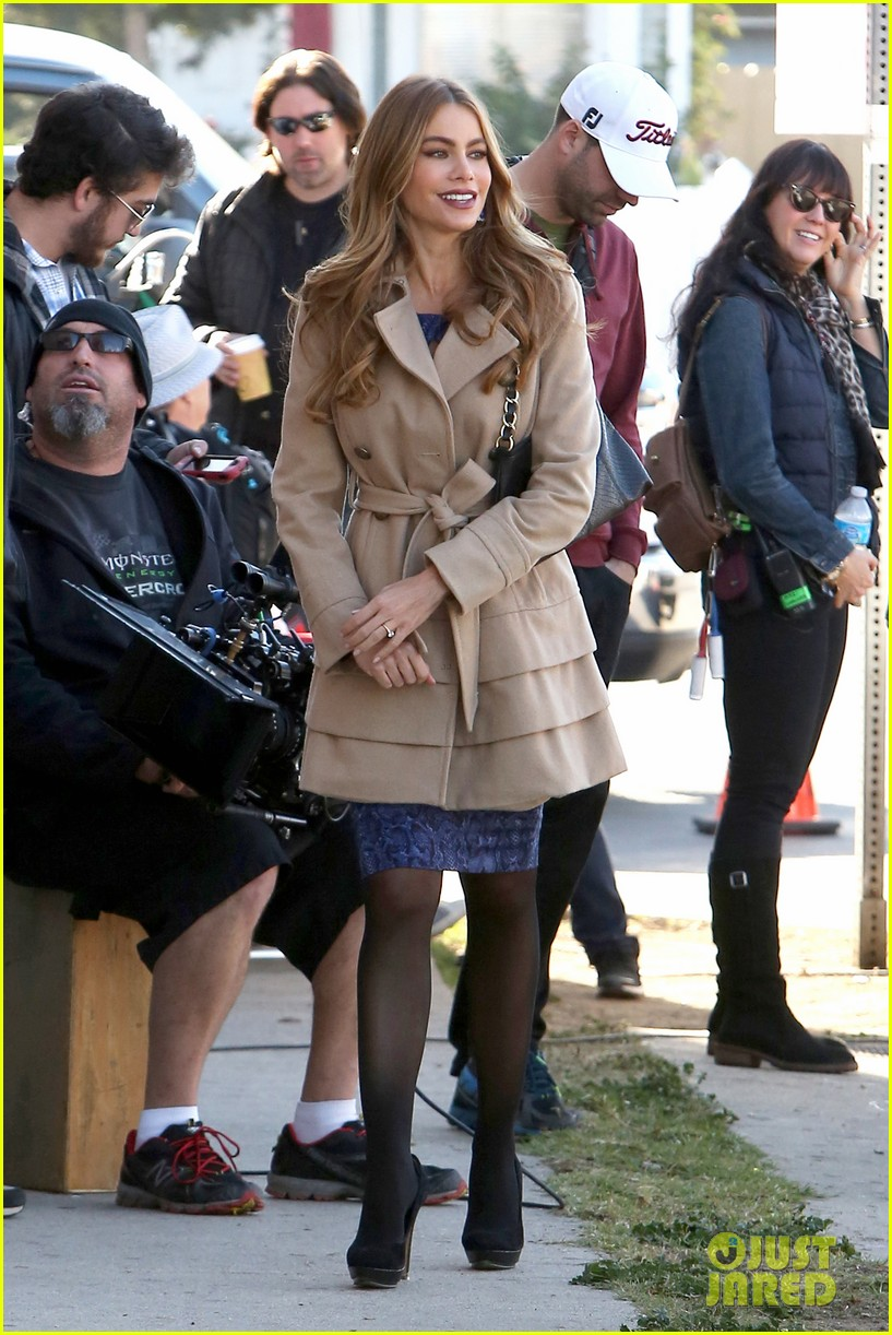 sofia vergara ty burrell film gloria phil scenes for modern family 06