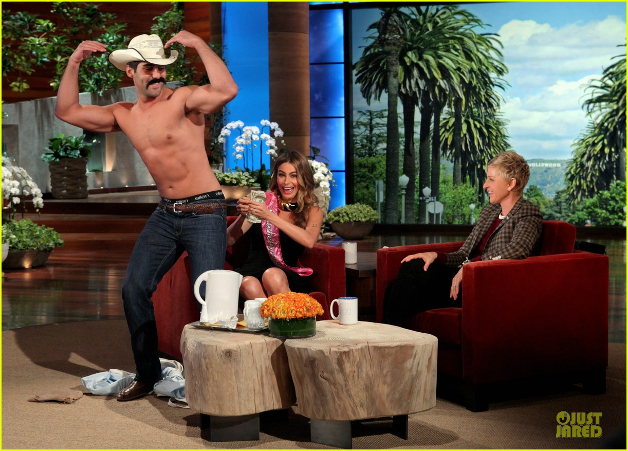 sofia vergara tips shirtless stripper on ellen 043047259