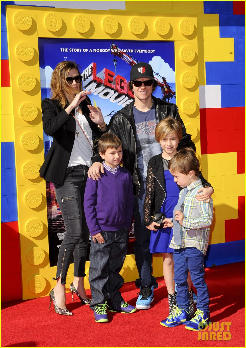 mark wahlberg busy philipps lego movie premiere 19