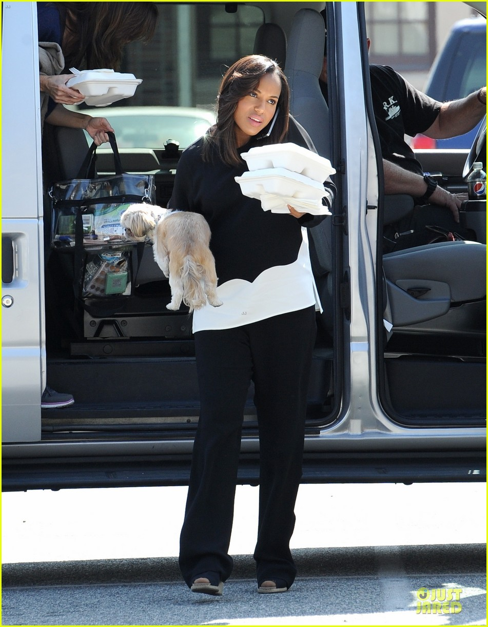 kerry washington pregnant multitasker on scandal set 133059952