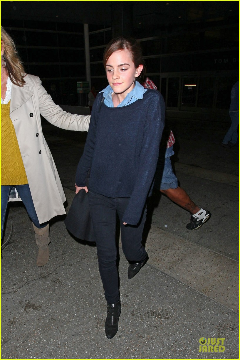 emma watson flys into lax airport before oscars 2014 13
