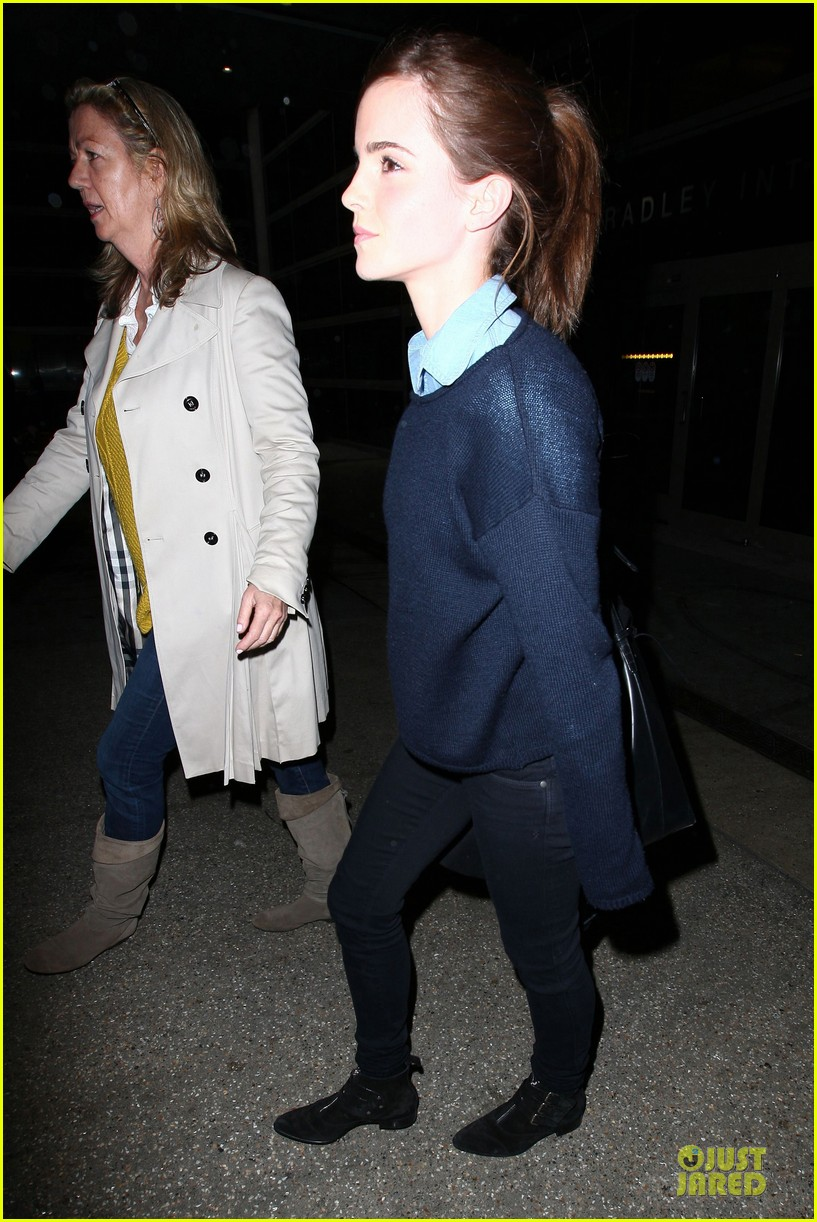 emma watson flys into lax airport before oscars 2014 203062517