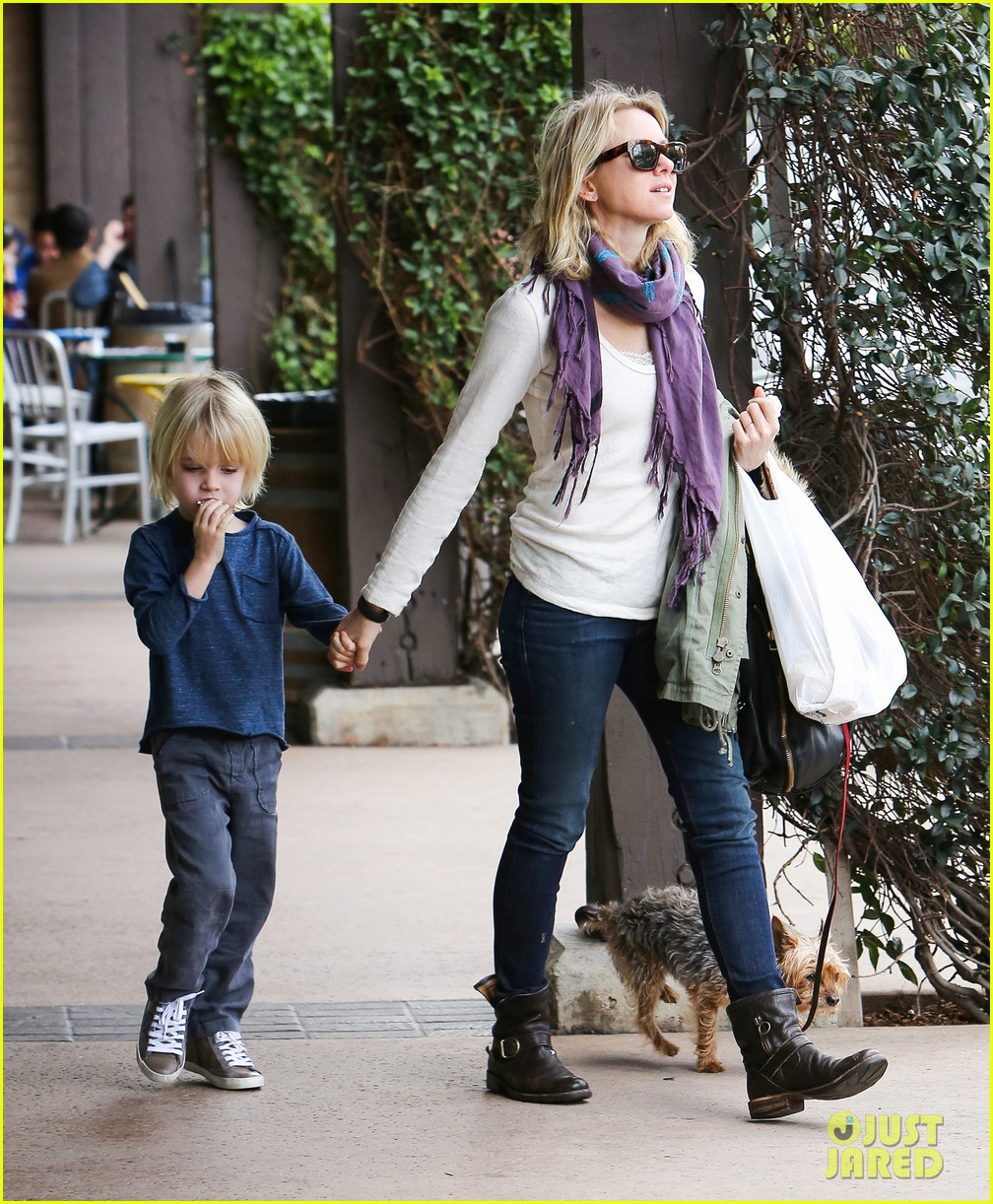 naomi watts liev schrieber hang with their boys 01