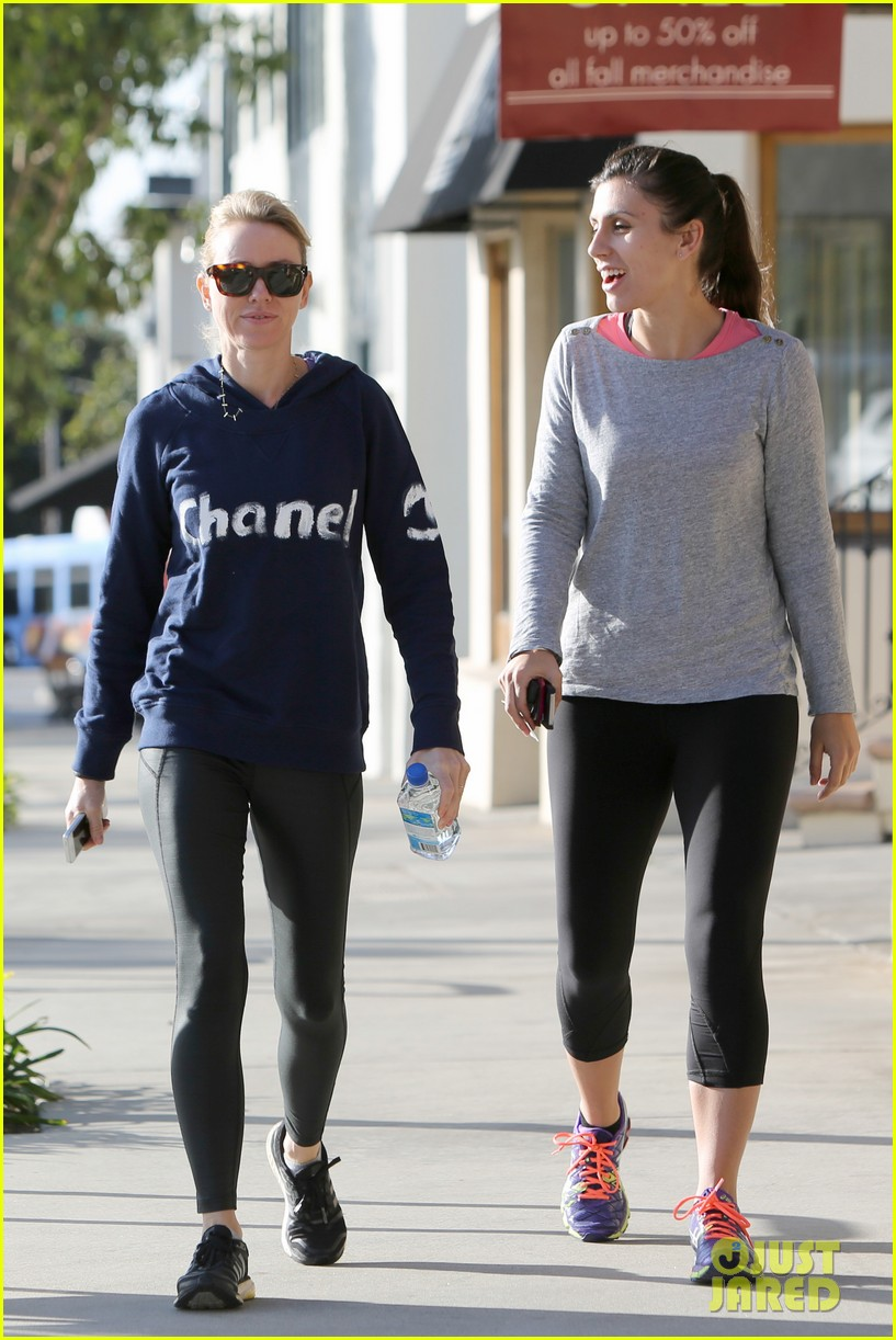 naomi watts works to keep her body in tip top shape 23