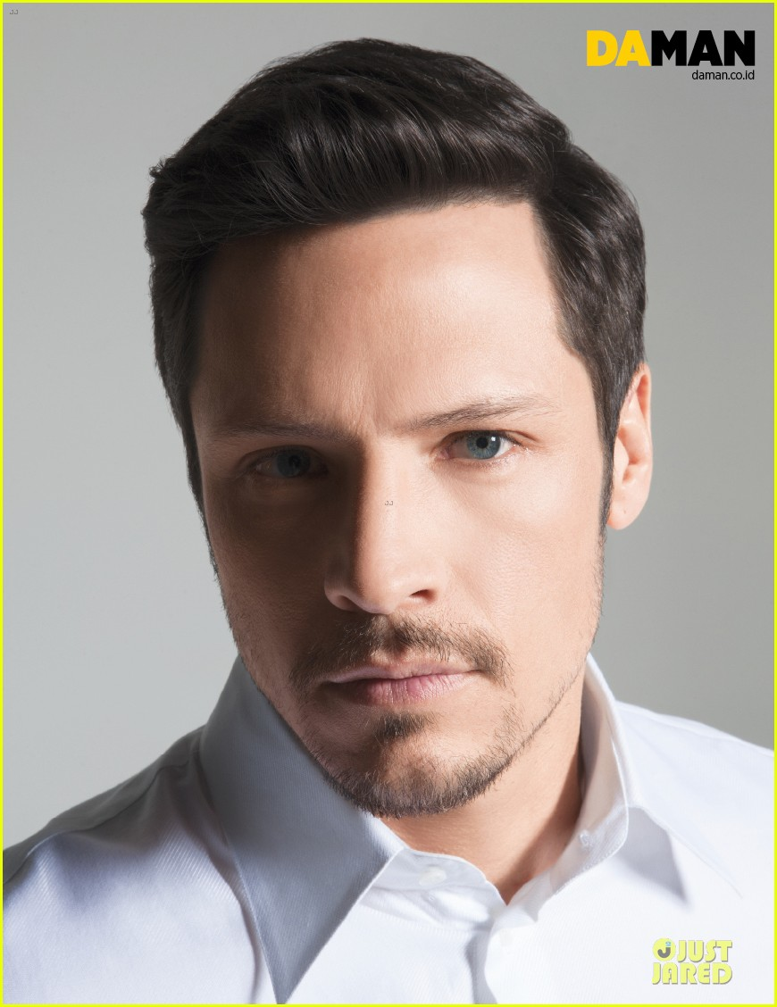 nick wechsler flashes shirtless abs for da man magazine 08