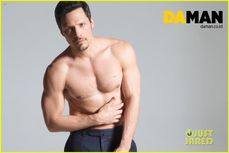 nick wechsler flashes shirtless abs for da man magazine 11