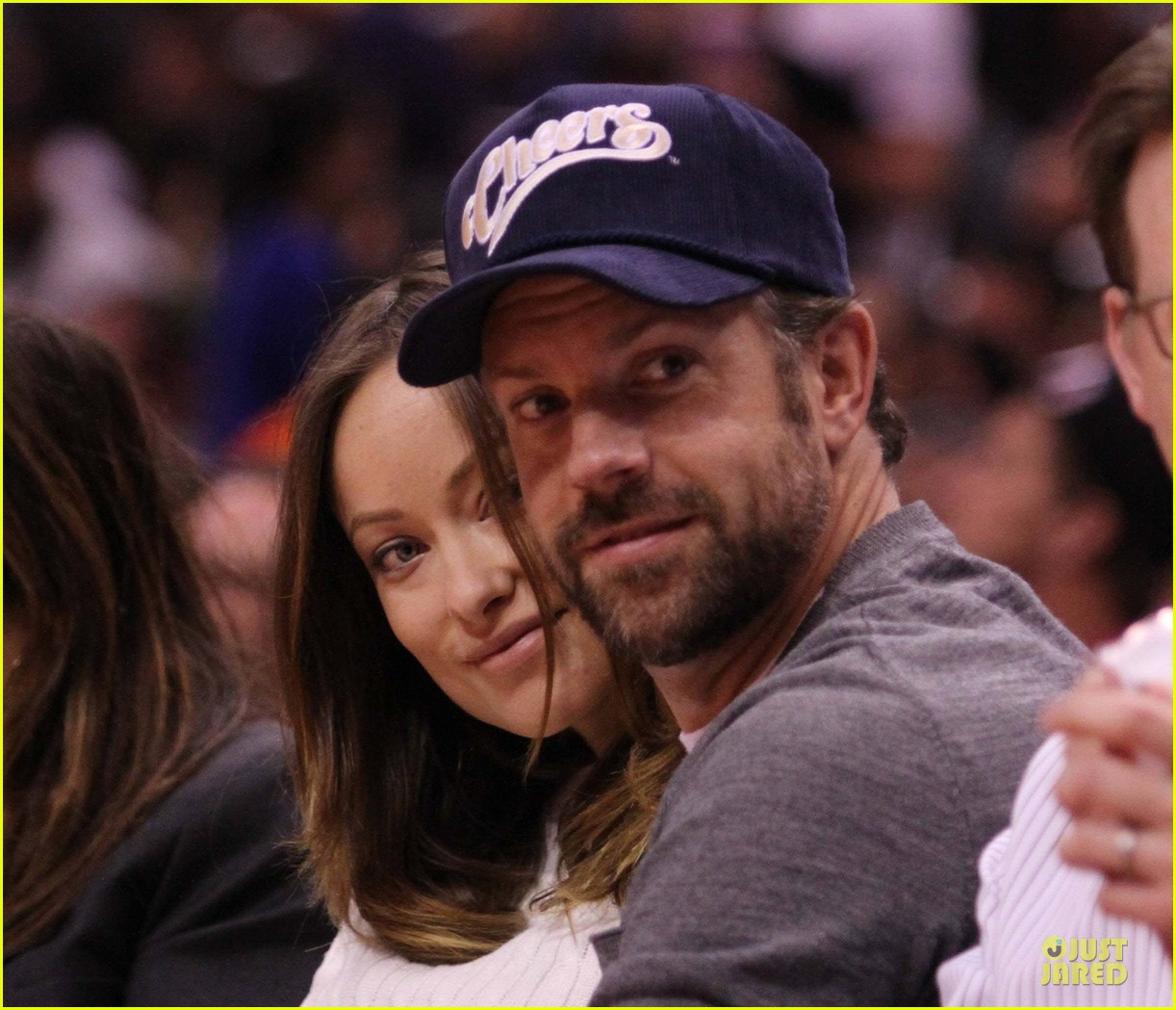 olivia wilde jason sudeikis passionately kiss at clippers game 193056111