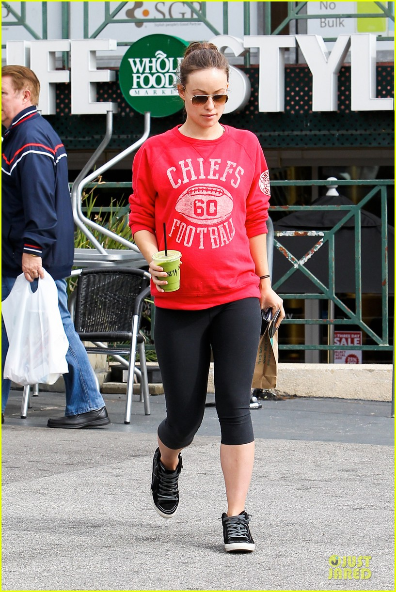 olivia wilde rocks p6 hat to protest russia anti gay law 10
