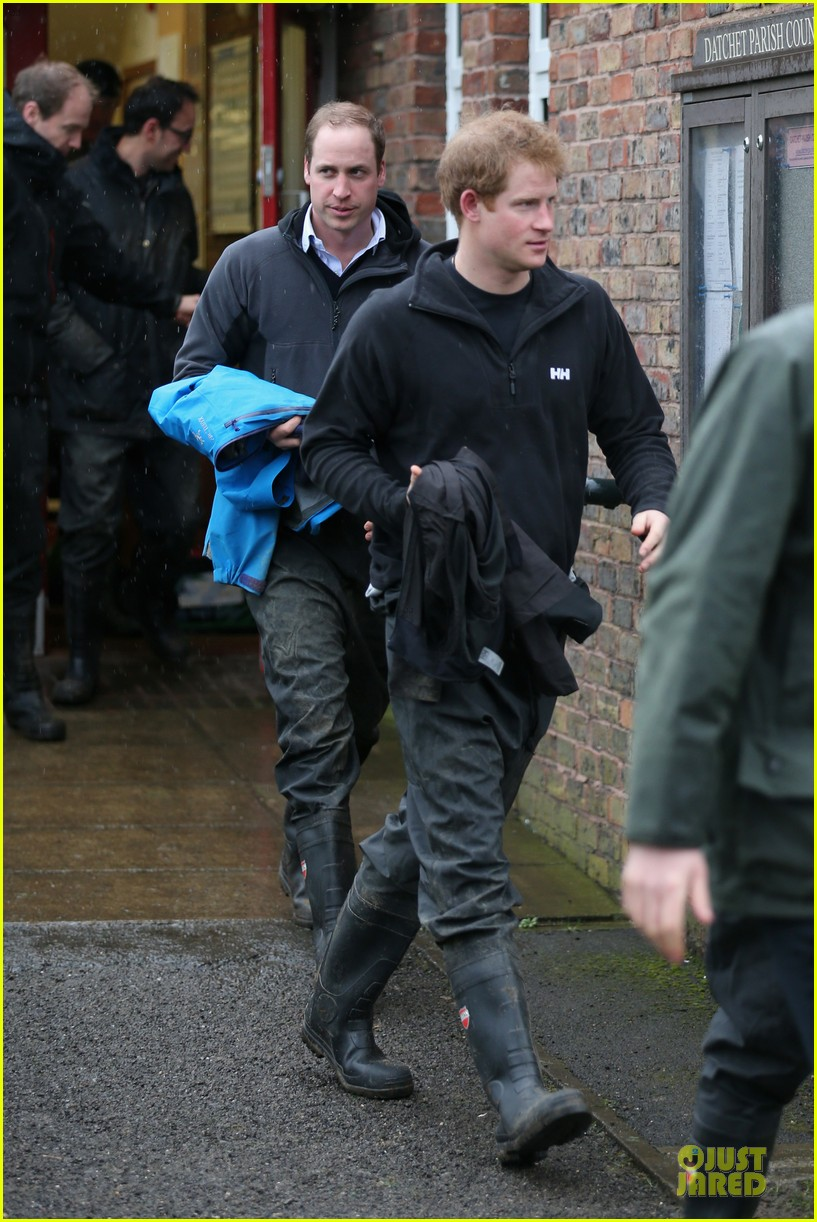 prince william prince harry help defend against uk floods 033054039