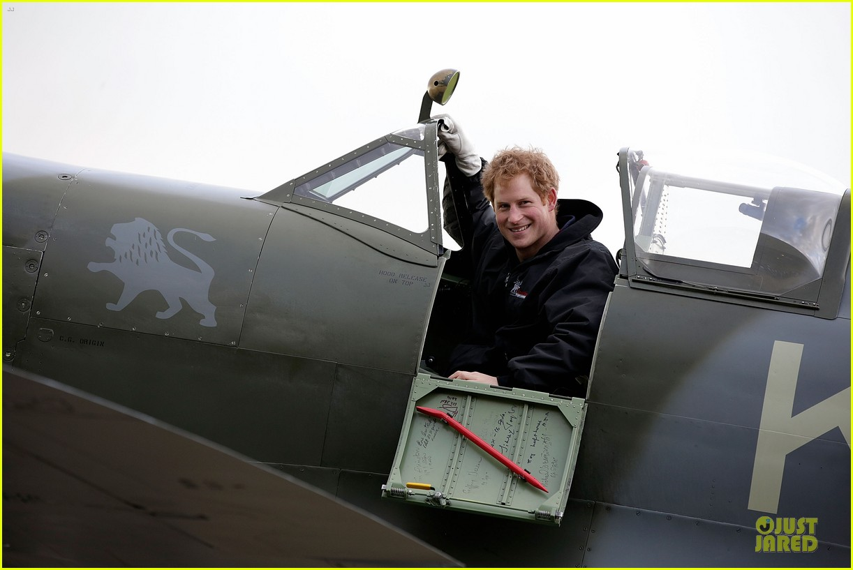 prince william prince harry help defend against uk floods 14