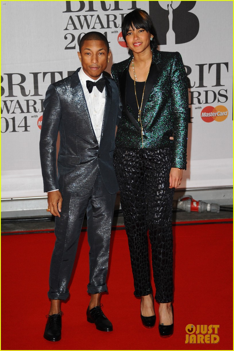 pharrell williams performs happy at brit awards 2014 video 04