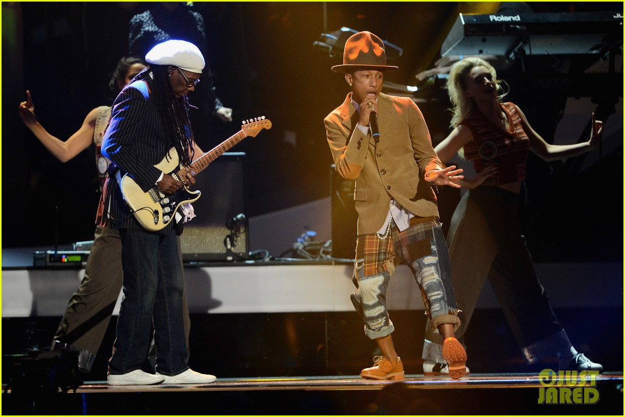pharrell williams performs happy at brit awards 2014 video 053056457
