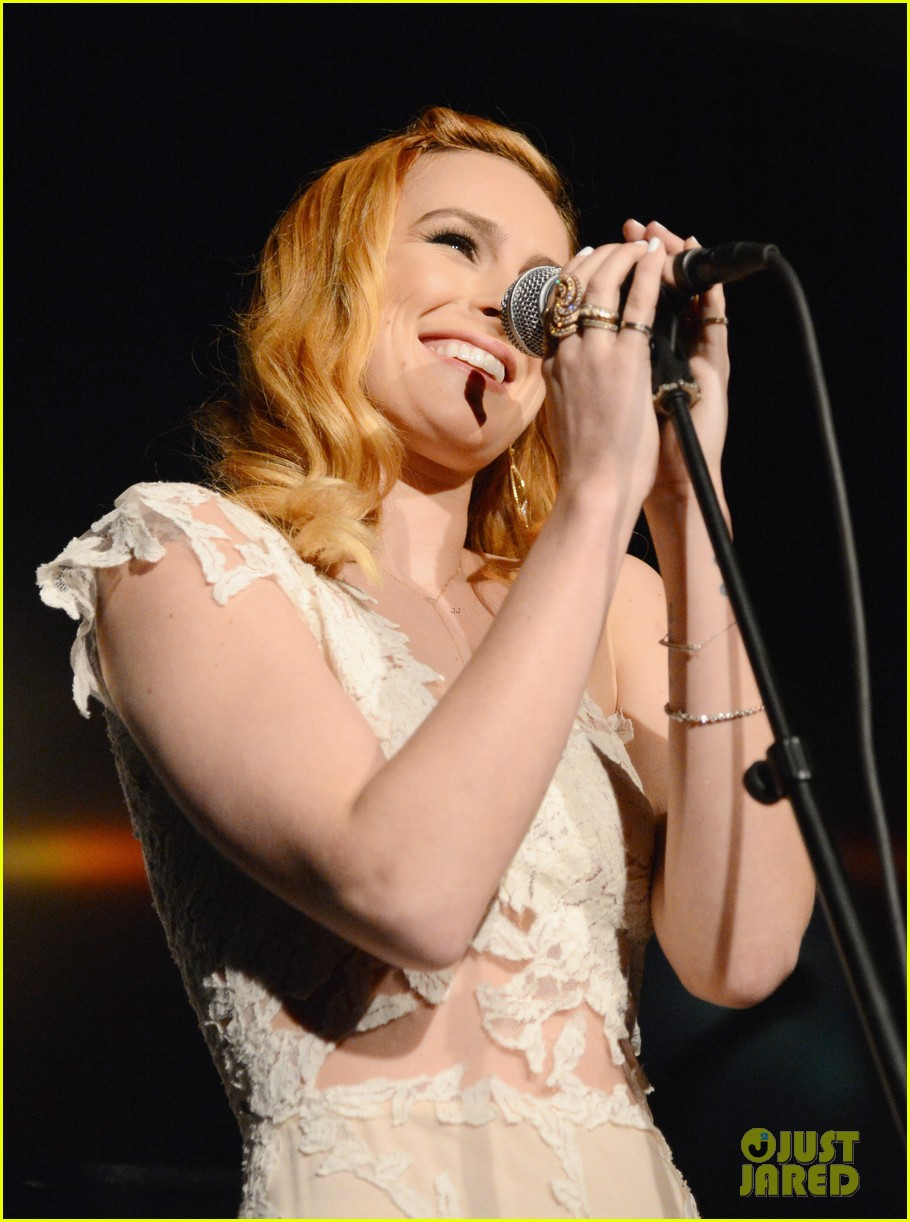 rumer willis belts out a song at hollywood domino gala 04