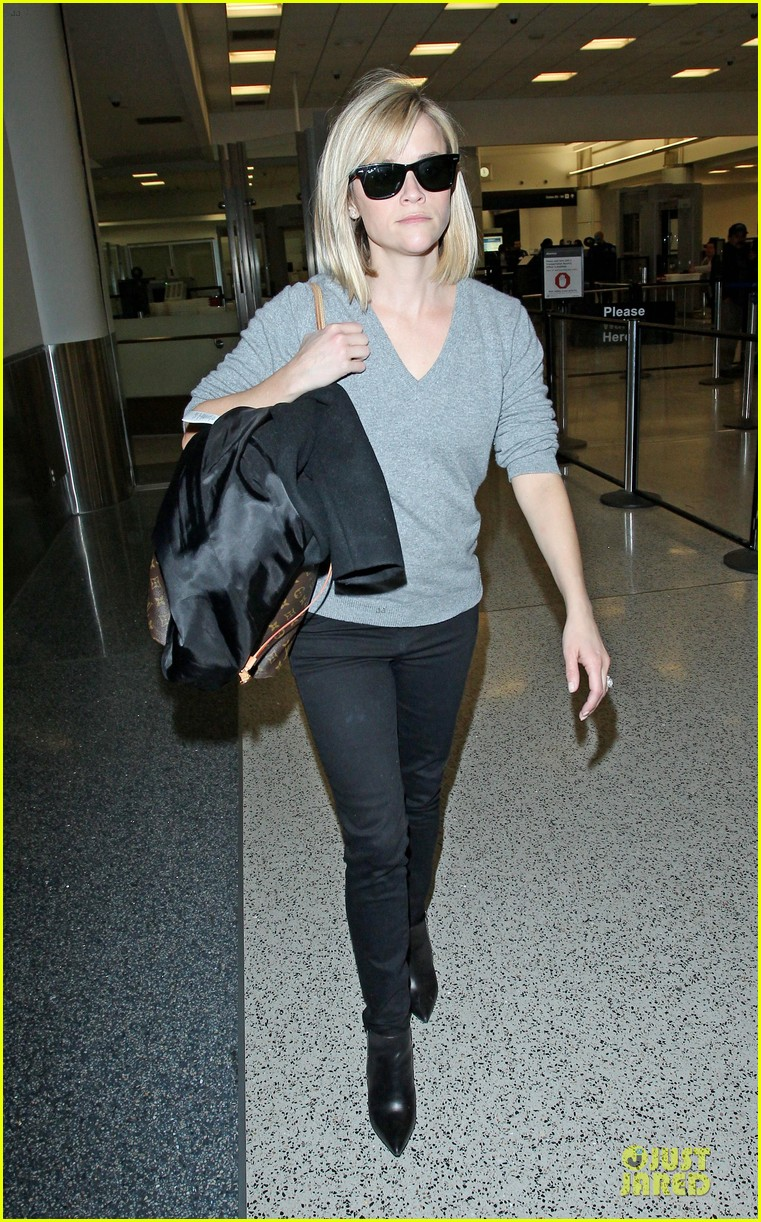 reese witherspoon fierce wild errands following lax landing 08