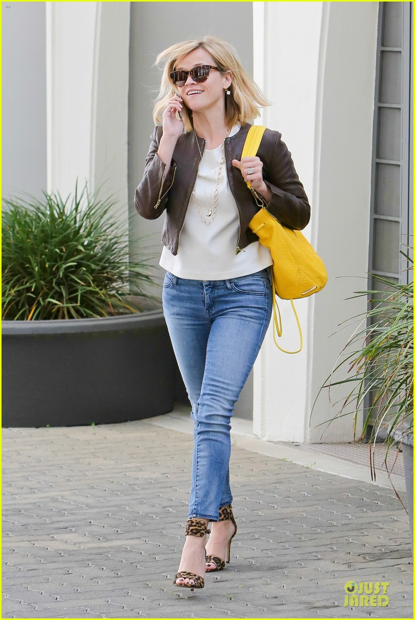 reese witherspoon fierce wild errands following lax landing 17