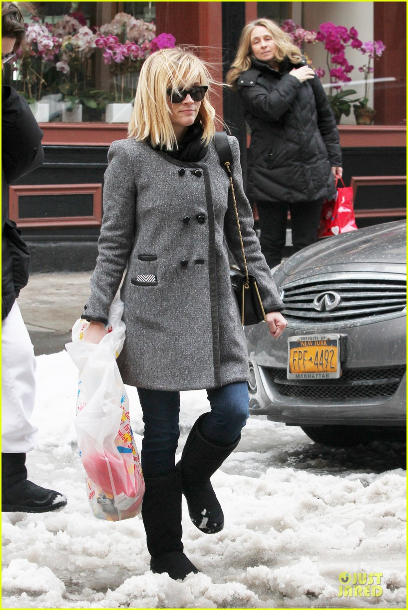 reese witherspoon jim toth matching couple on valentines day 10