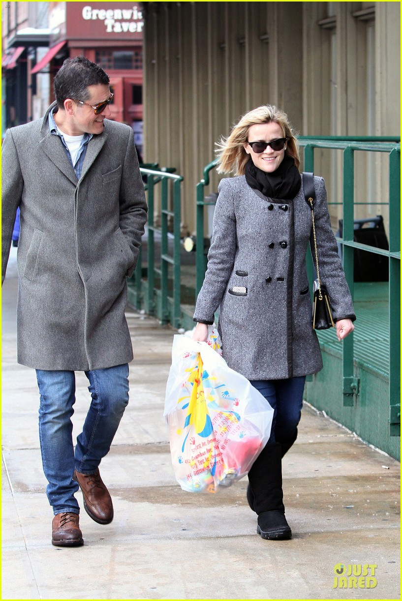 reese witherspoon jim toth matching couple on valentines day 173053688