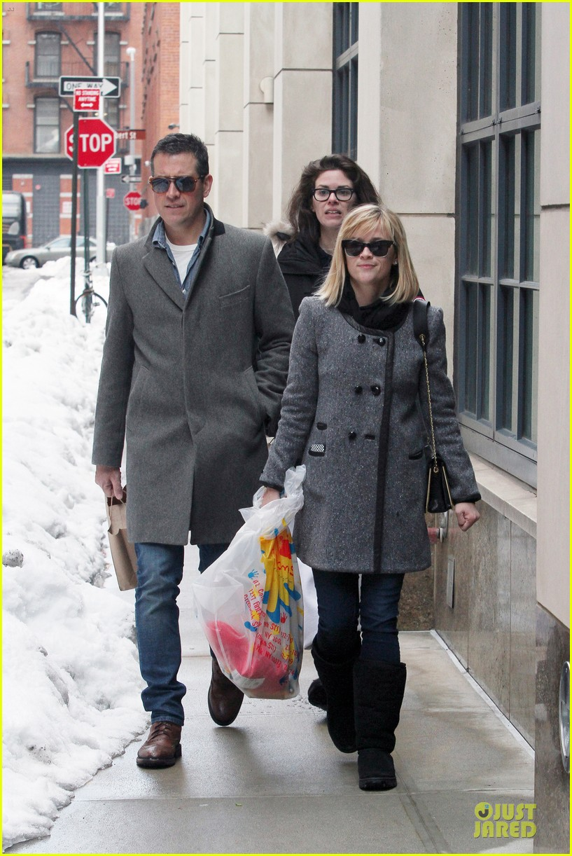 reese witherspoon jim toth matching couple on valentines day 21