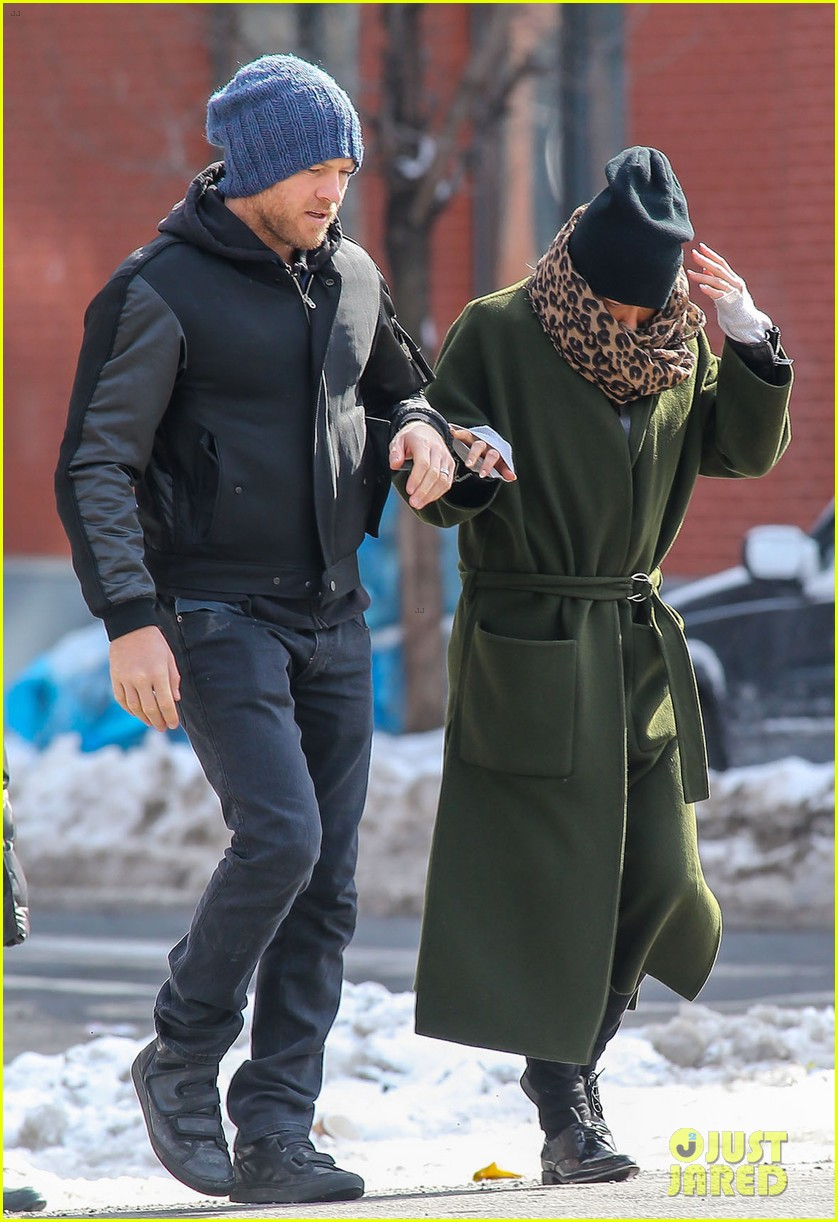 sam worthington strolls big apple with bundled up lara bingle 083054909