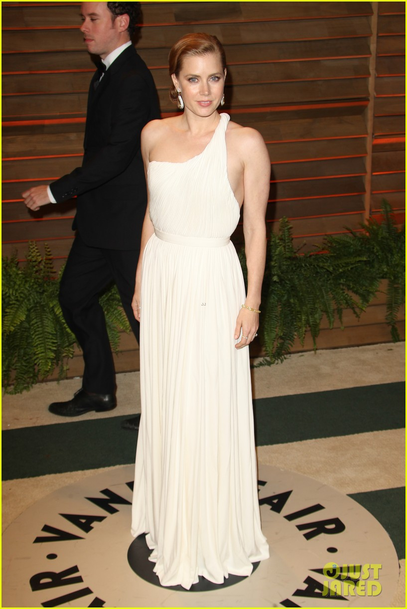 amy adams is white hot in new dress at oscars party 2014 033064652
