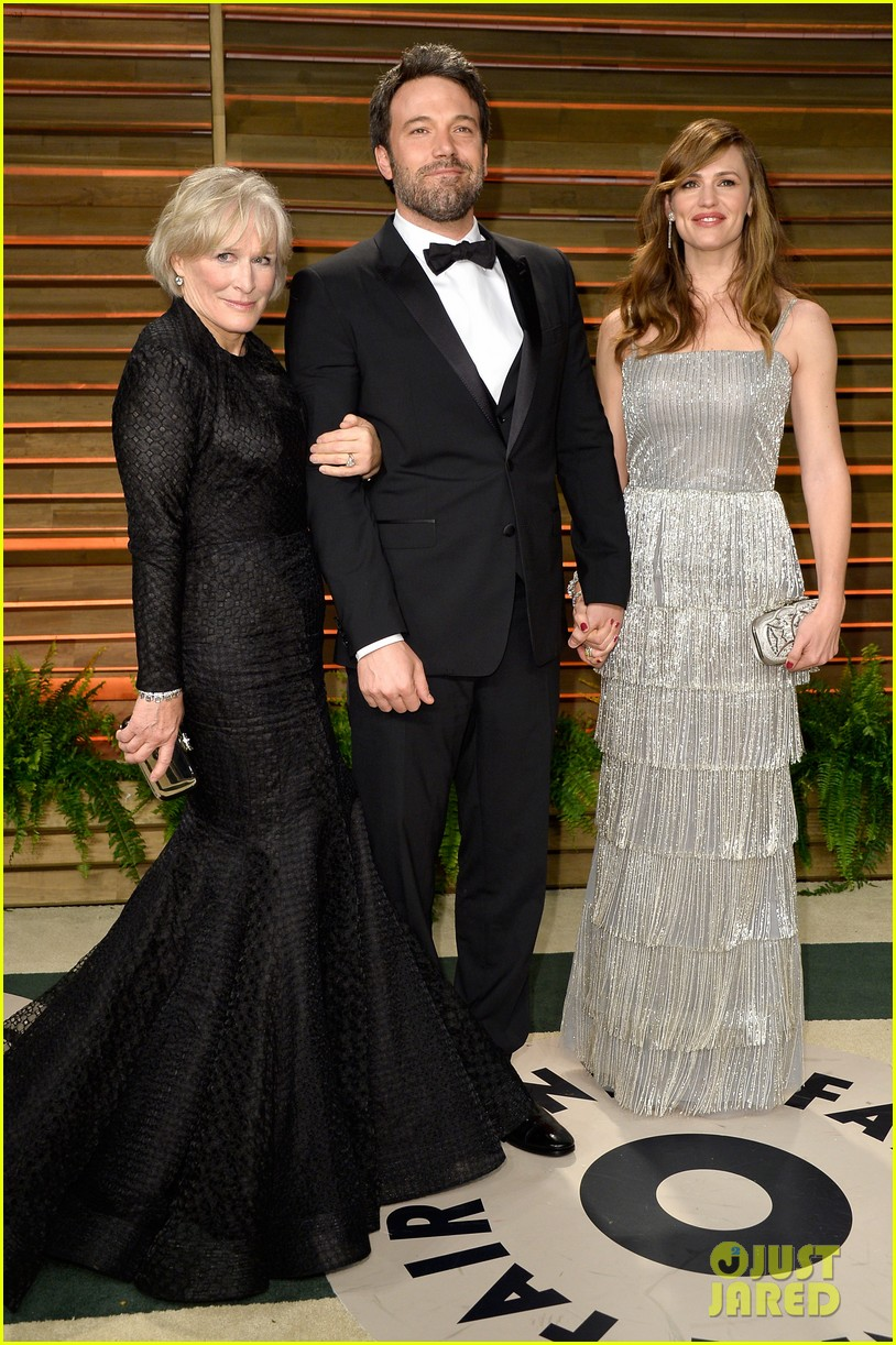 ben affleck skips oscars 2014 attends vanity fair party with jennifer garner 03
