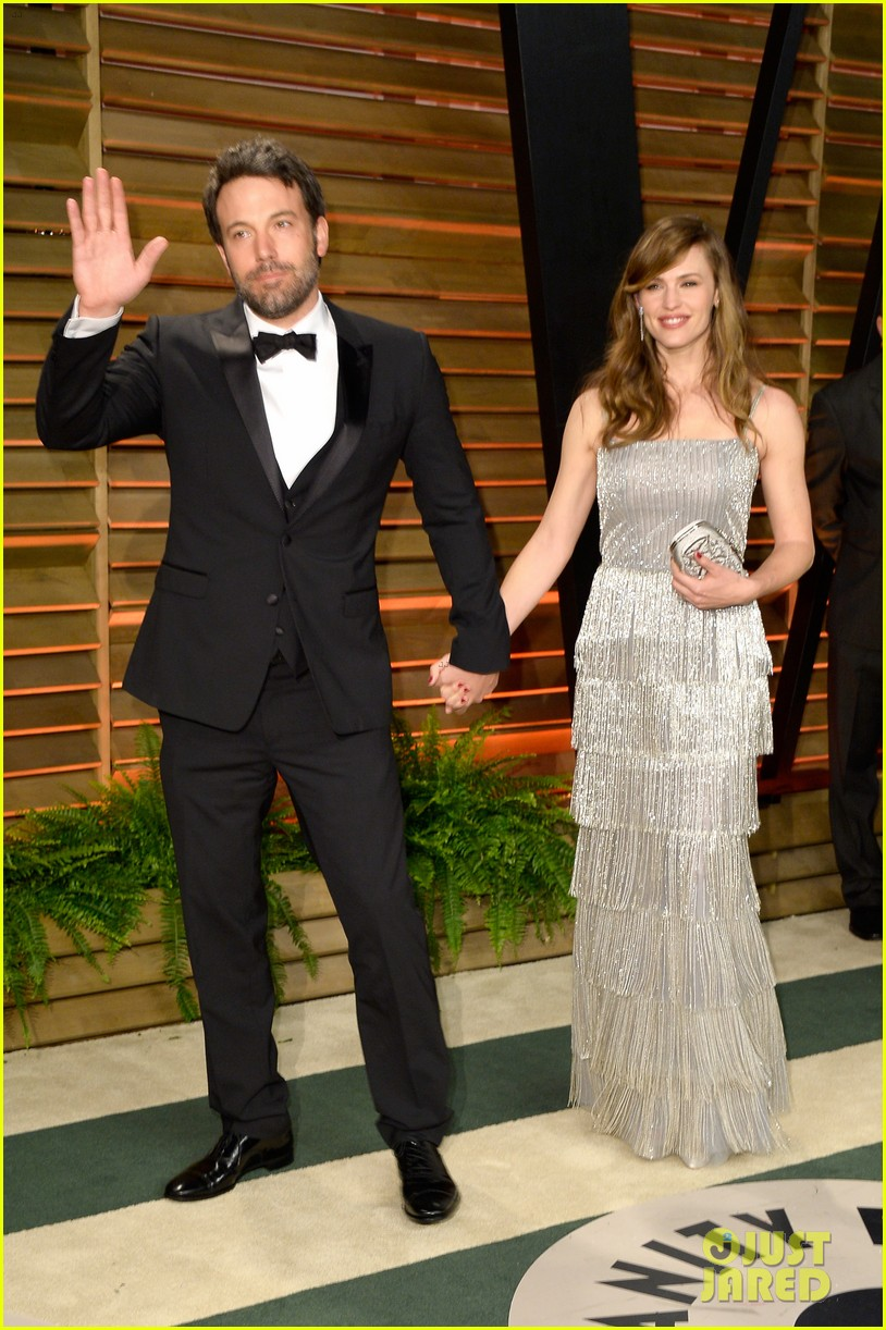 ben affleck skips oscars 2014 attends vanity fair party with jennifer garner 05