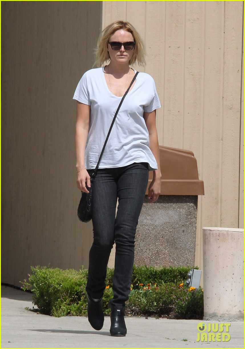 malin akerman is casual lady for lawyers office visit 06