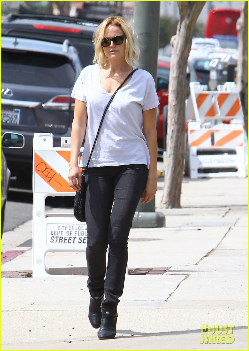 malin akerman is casual lady for lawyers office visit 09