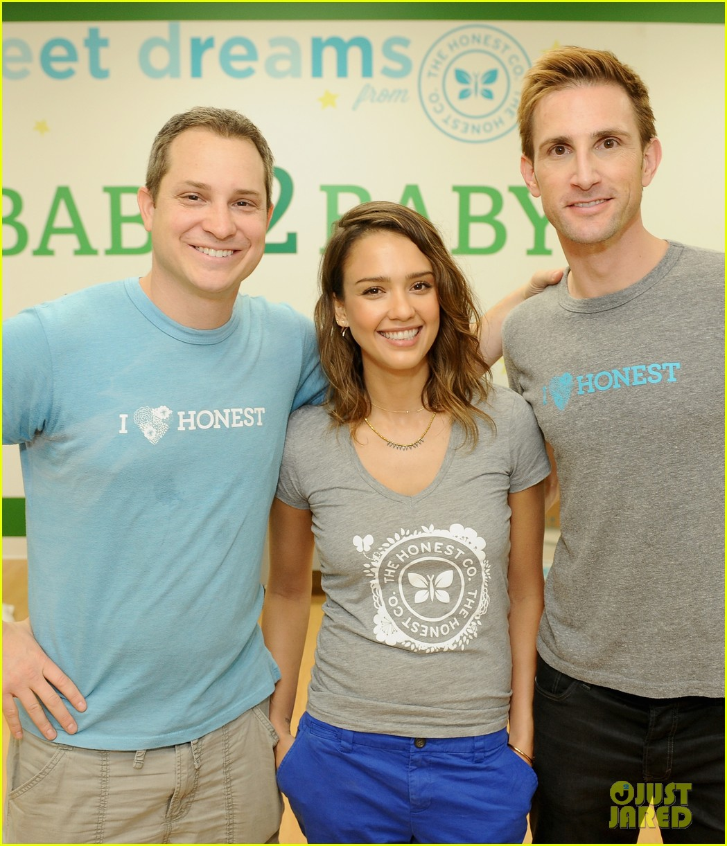 jessica alba is honestly beautiful at the honest charity event 07