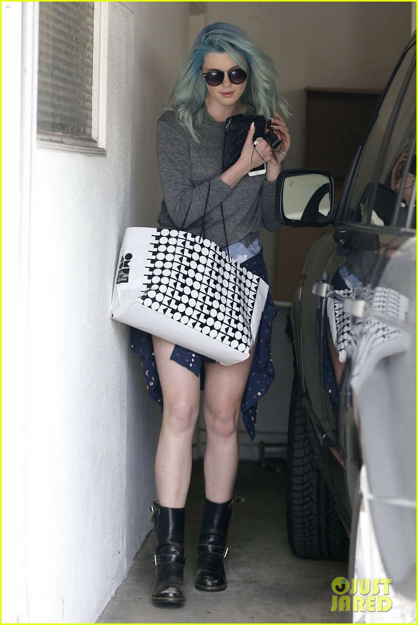 ireland baldwin new blue hair 053075856