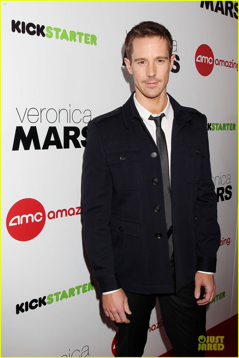 kristen bell chris lowell glam up the veronica mars nyc screening 083069534